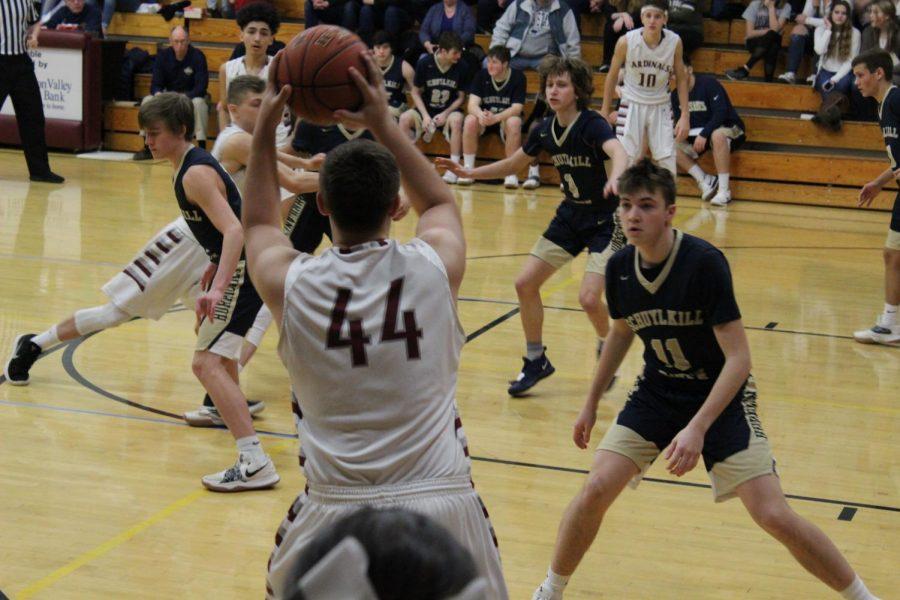 Zach Hlavaty inbounding a ball.