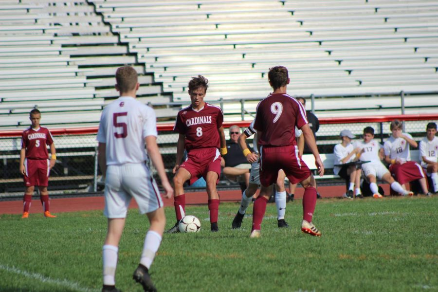Ryan+Sarge+passing+the+ball+to+teammate+Ethan+Hannevig.