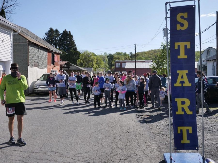 All of the runners participating in the Open Door Projects I Matter 5K were lined up behind the starting line waiting for the race to start.